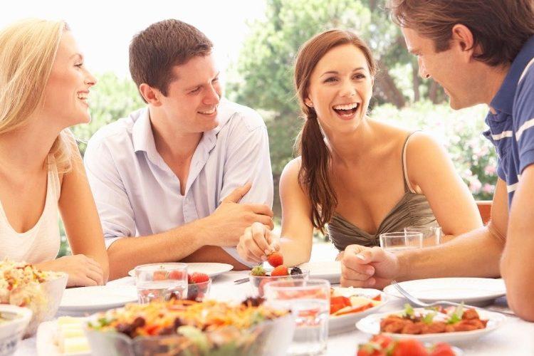 Saiba como deixar o encontro com os amigos mais saudável
