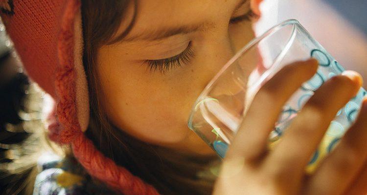 Como tomar mais água durante o dia?