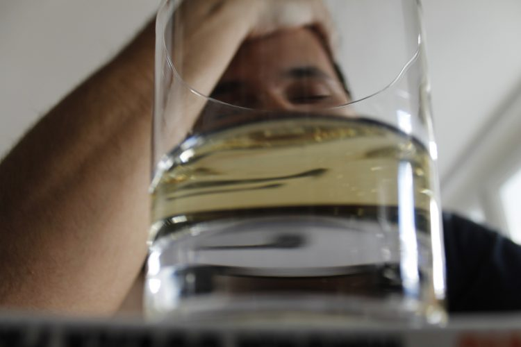 Entenda os riscos do consumo de bebida alcoólica